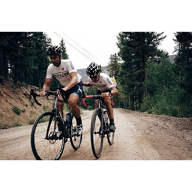 Sometimes you just need a friend. Via @kevinscottbatchelor @bouldercyclesport