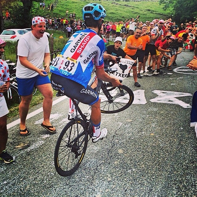 Jack Bauer entertaining the fans at #tdf stage 18 via @chrisjloxton