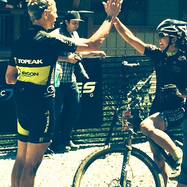 @lauraomeara getting High Fived from Dave Wiens after her 2nd place finish at The Tahoe 100