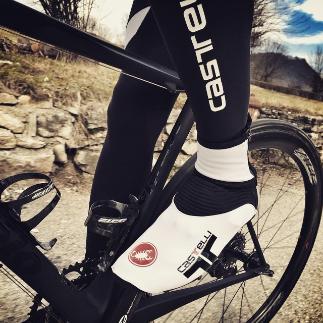 #Narcisista booties with #Velocissimo bib-tights, lightweight insulation for those spring rides. via @smittystuff #feltre