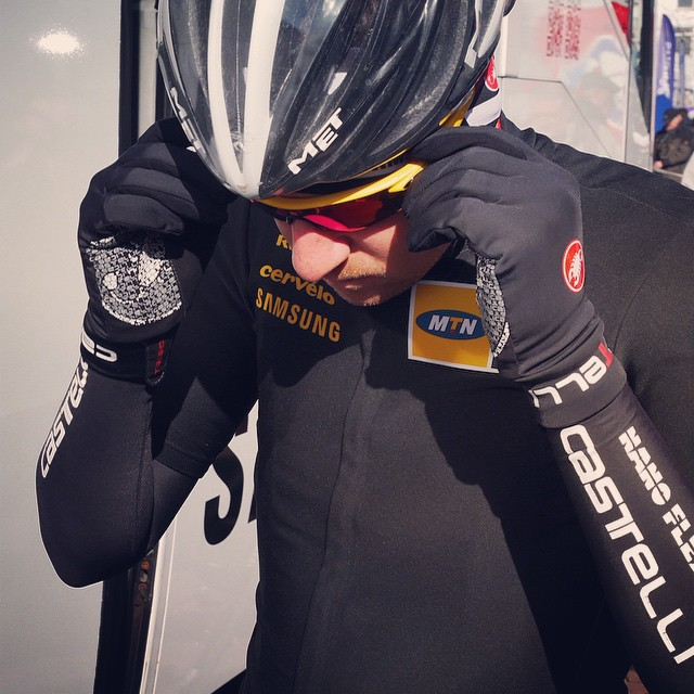 Spotted in Ghent this morning - the Lightness Glove. We designed this glove for these conditions of racing in cool conditions where grip is fundamental. @teammtnqhubeka